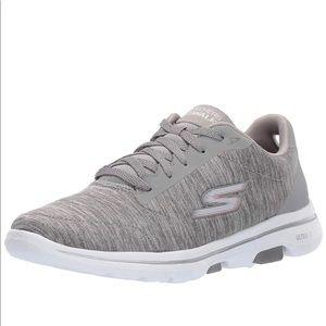 SKETCHERS Go Walk Sneaker NWOB  SZ: 6Wide GREY